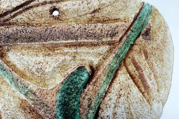 Dettaglio crocifisso grande in ceramica 2