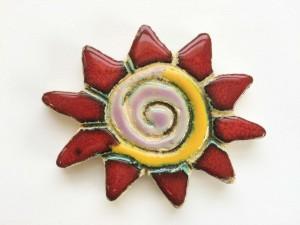 Calamita sole in ceramica smaltata rosso lucida