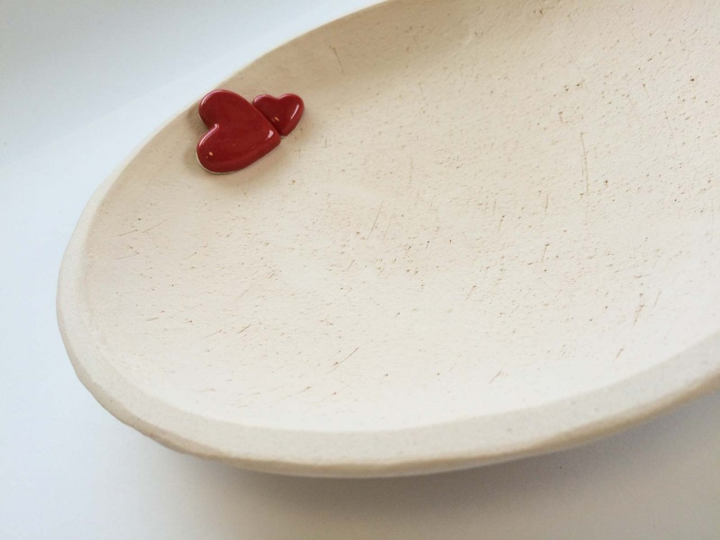 Piatto ceramica con cuori. Grande